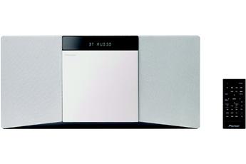 Micro chaîne avec lecteur CD compatible MP3 Puissance totale de 20 Watts RMS Technologie Bluetooth - Tuner FM RDS 30 présélections Port USB et entrée auxiliaire - Fonction Timer/Alarme - Accroche murale