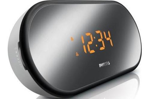 Tuner numérique FM Double alarme : réveil par radio ou buzzer - Volume progressif Répétition de l'arme - Mise en veille programmable Finition miroir - Luminosité réglable