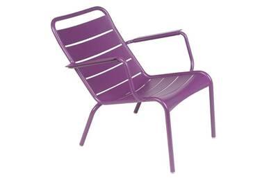 chaise et fauteuil de jardin fermob fauteuil de jardin bas empilable aluminium luxembourg aubergine