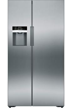 Volume 553 L - Dimensions HxLxP : 175.6x91.1x72.1 cm - A+ Réfrigérateur à froid ventilé 380 L Congélateur à froid ventilé 173 L Distributeur d'eau, de glaçons et glace pilée