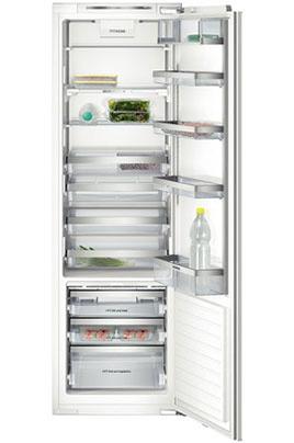 Grand volume 302L grâce au compresseur situé sous le socle du réfrigérateur Froid statique technologie cool Concept - classe A++ Dimensions en cm : H 177.5 x 56 x 55 Porte à fermeture douce - fixation de porte par charnières