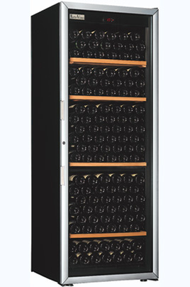 Capacité 230 bouteilles 4 clayettes en bois Dimensions : 182.5x68x69 cm Porte vitrée anti-UV