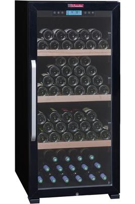 Capacité de 149 bouteilles 3 clayettes en bois massif Dimensions HxLxP : 128x59.5x71 cm Fonction hiver - Porte vitrée anti-UV