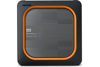 Lecteur de carte SD intégré avec bouton de copie automatique SSD durable et résistant aux chocs Vitesses d'accès et de taux de transfert rapides - jusqu'à 390Mo/s Accès sans fil et lecture en 4K