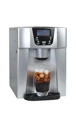 2 tailles de glaçons - Réservoir d'eau 2 litres Capacité jusqu'à 12 kg de glace / 24 H Arrêt automatique - Pelle à glaçon fournie 2 commandes : Distributeur de glaçons et d'eau froide